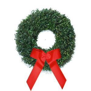 30 in. Fresh Distinctive Boxwood Holiday Wreath